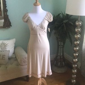 Women's vintage style lace trim nude dress small